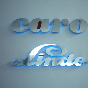 Logo caro pared
